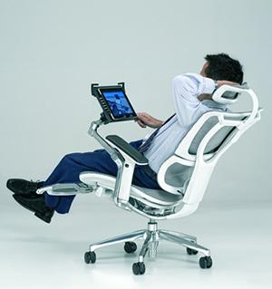 Procomfort ha lanciato sul mercato una poltrona con - Poggiapiedi ufficio ...